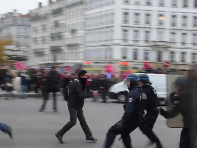 Débordements lors de la manif anti-FN : procès renvoyé pour les deux casseurs présumés