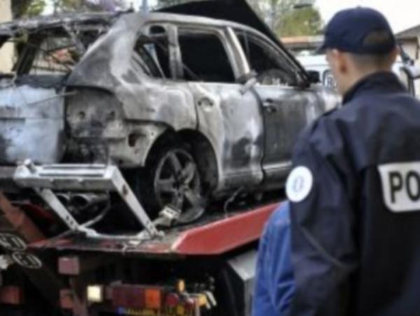 Policier tué à Chambéry: la voiture des braqueurs retrouvée calcinée près de Lyon