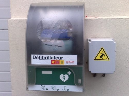 Saint-Priest va installer 12 défibrillateurs dans les lieux publics