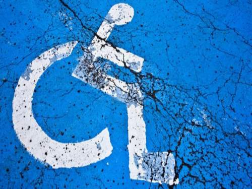 Un élu de Givors violenté par un automobiliste qui s'était garé sur une place handicapée