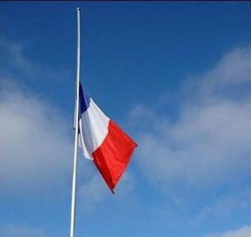 http://www.lyonmag.com/medias/images/drapeau-en-berne2.jpg