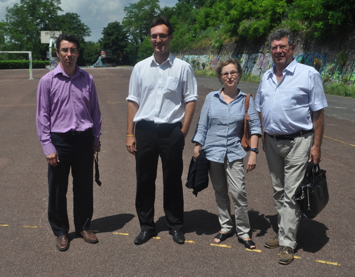 Eric Lafond (au centre) entouré de son équipe de campagne - LyonMag.com