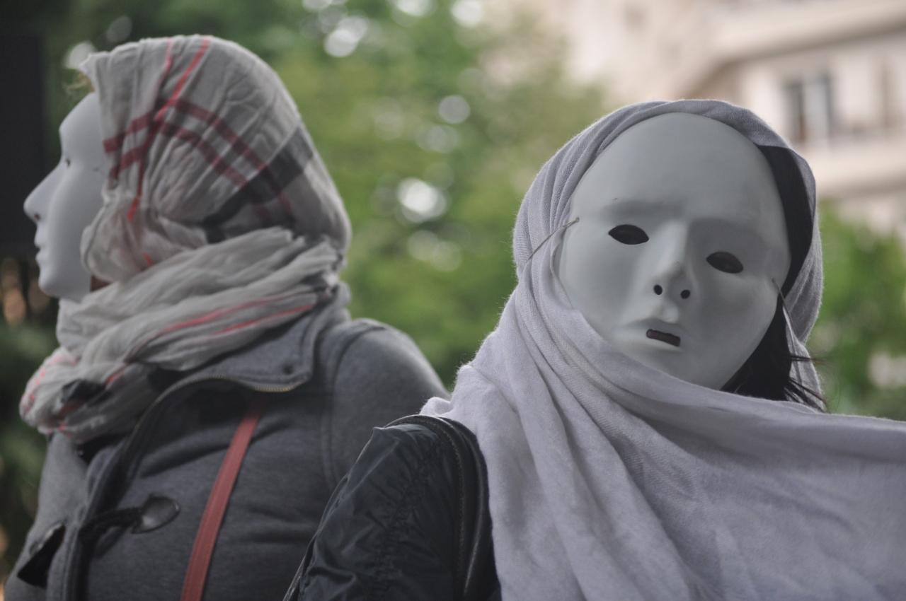 Les prostituées étaient vêtues d'un masque blanc - LyonMag.com