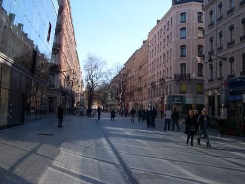 Les anti-publicités s'attaquent à la rue de la République