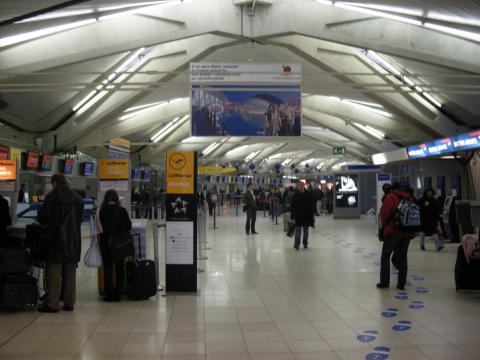 Un long samedi d'attente pour 580 passagers de l'aéroport Lyon-Saint-Exupéry