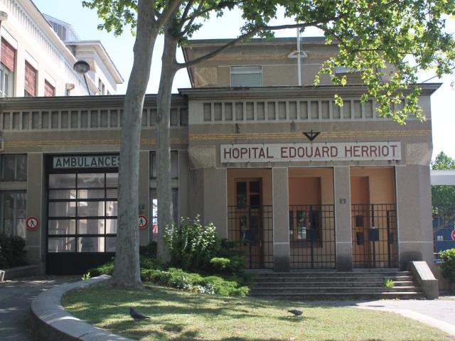 150 personnes manifestent devant l'hôpital Edouard Herriot