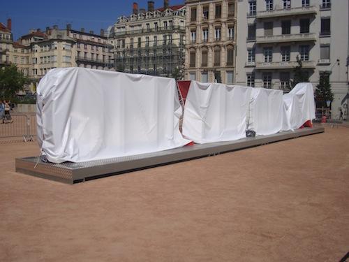 Le « nouvel objet urbain » de la place Bellecour (presque) découvert