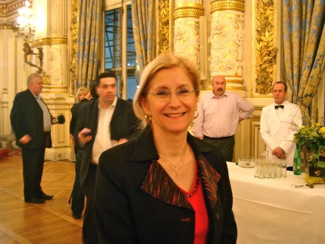 Législatives 2012 : la maire de Bron retire sa candidature