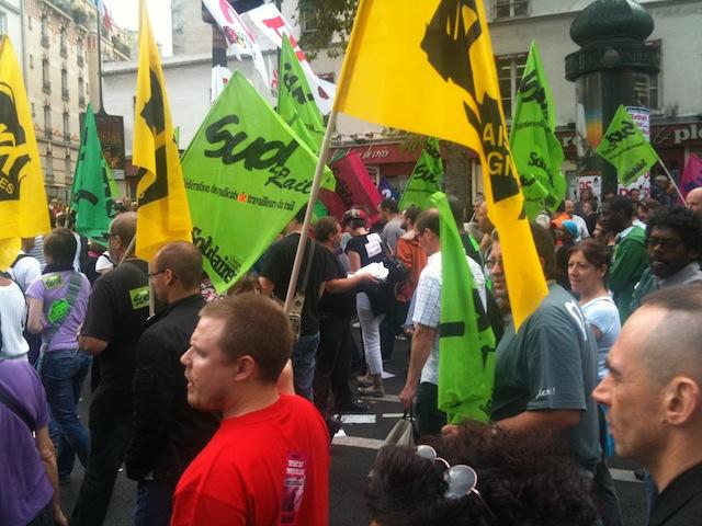 Des grévistes bloquent la Banque de France de Gerland mercredi matin