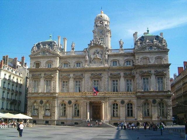 On réagit toujours à l'annonce de candidature de Gérard Collomb pour les Municipales de 2014