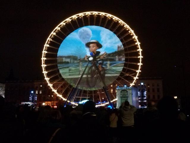 La grande roue de la place Bellecour rendait hommage cette année à Saint-Exupéry - LyonMag