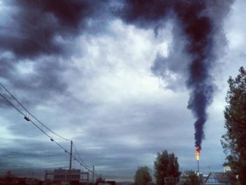 Feyzin : Une épaisse fumée noire s'échappe de la raffinerie