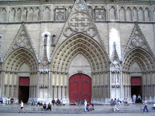 Polémique autour d'un happening prévu samedi devant la Cathédrale Saint-Jean