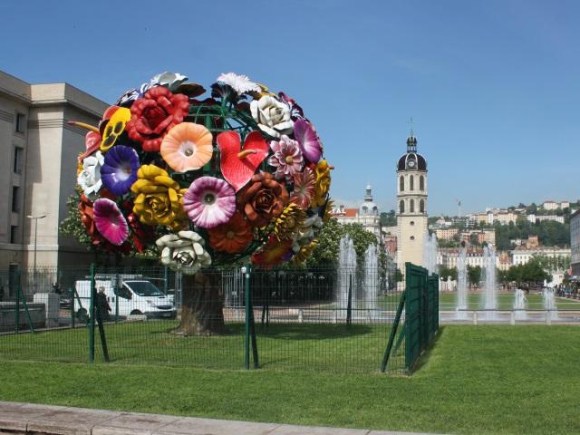 Pas conçu pour l'extérieur, le Flower-Tree de Lyon part en restauration