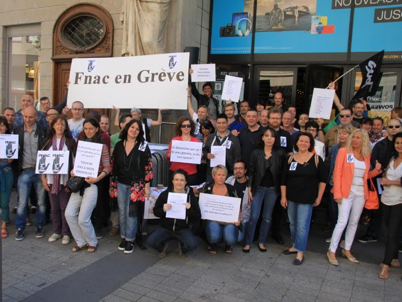 Lyon : les salariés de la Fnac en grève contre la loi Macron