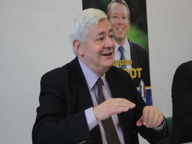 Municipales 2014 : ce sera finalement Hyères pour Bruno Gollnisch