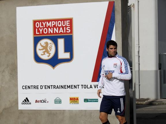 Yoann Gourcuff au bout du banc de l'OL