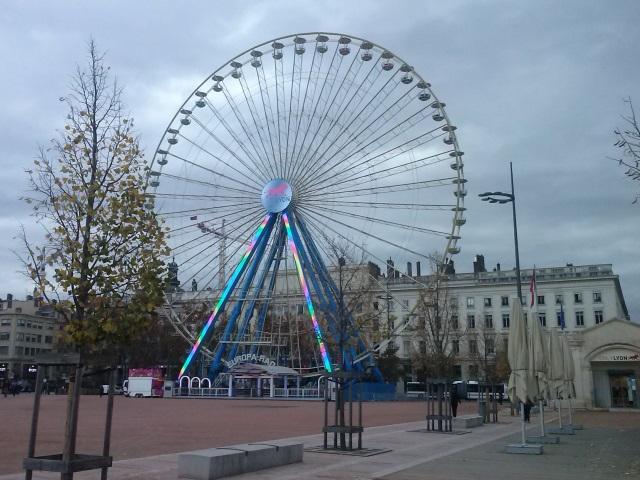 Lyon : la grande roue de la place Bellecour est partie en Allemagne