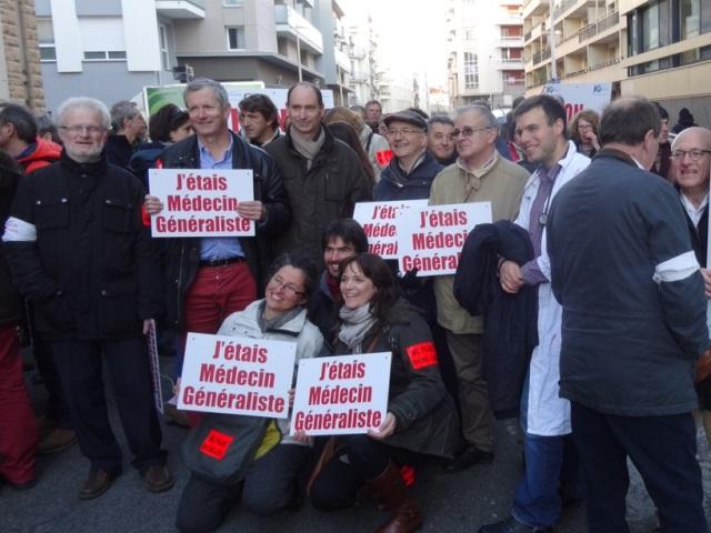 Lyon : près de 200 médecins manifestent contre le projet de loi sur la santé