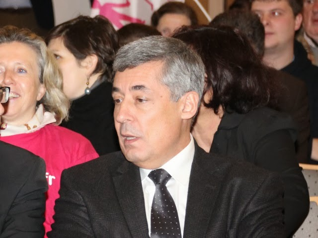 Municipales dans le Rhône : Henri Guaino passe la journée à Rillieux-la-Pape