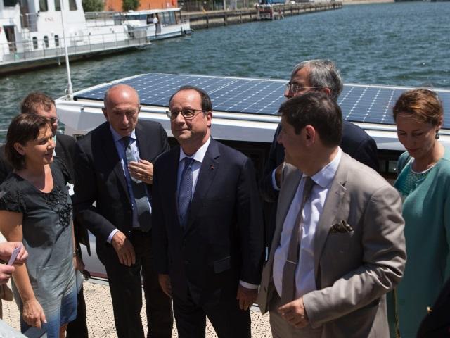 François Hollande en visite au port Edouard Herriot