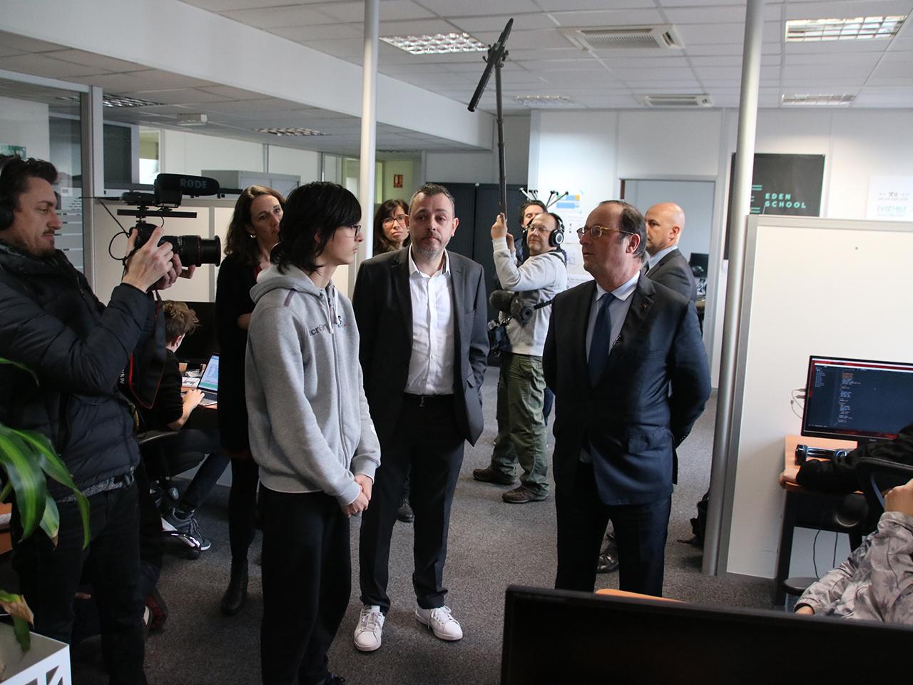 François Hollande à Villeurbanne, en pleine discussion avec des élèves - LyonMag