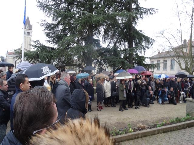 Près de 150 personnes réunies devant la mairie de Chaponost ce samedi - LyonMag