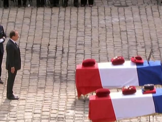 Hollande remet la Légion d'Honneur à Thierry Serrat, mort en Afghanistan