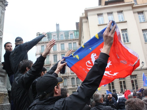 Lyon scindée en deux extrêmes samedi