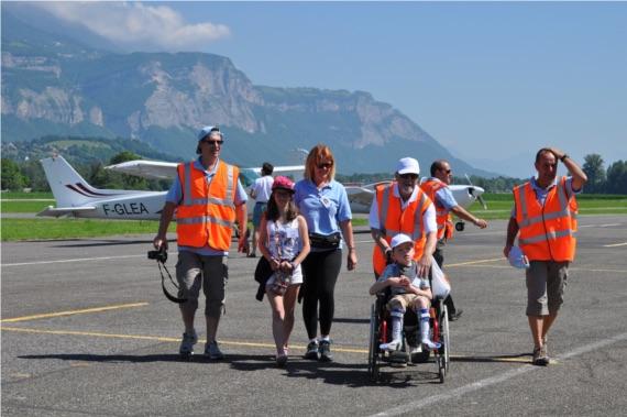 Lyon : un baptême de l'air pour une centaine d'enfants malades à l'occasion des 20 ans des Ailes du Petit Prince