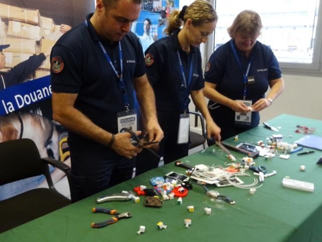 Journée nationale de destruction de contrefaçons : 12 623 articles détruits à Lyon Saint-Exupéry