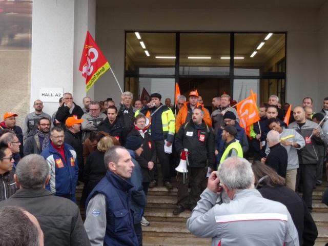 Grève des salariés de Renault Trucks à Vénissieux