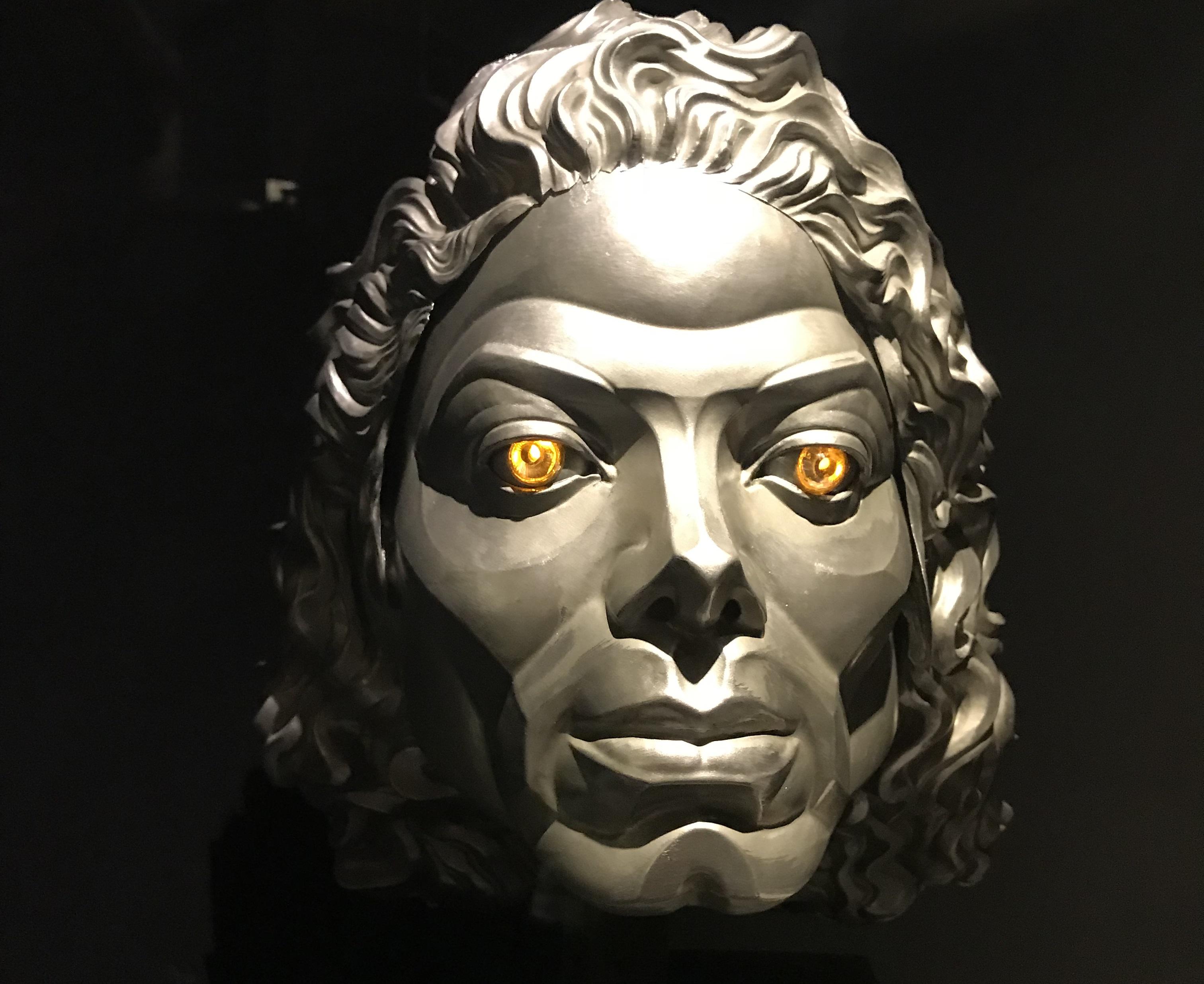 Le masque de robot porté par Mickael Jackson dans MoonWalker - LyonMag