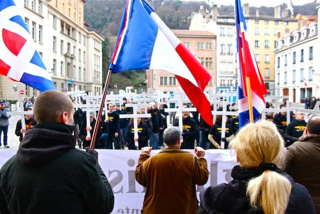 """Manifestations des """"extrêmes"""" : le résumé d'un samedi après-midi à Lyon"""