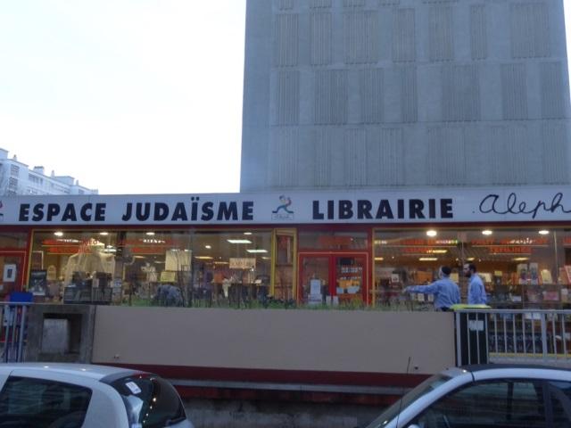 Villeurbanne : il s'attaque à une librairie hébraïque avec un marteau