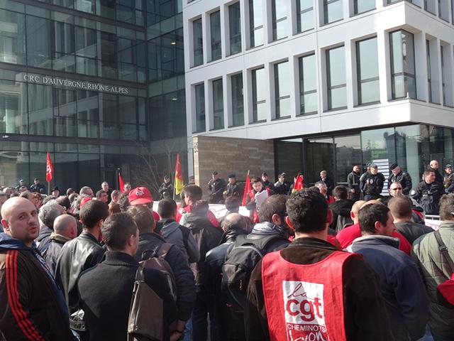 Epinglés par la Cour des comptes, 170 cheminots ont manifesté à Lyon