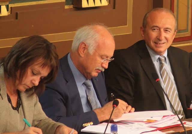 Après le succès des législatives, Collomb retrouve le conseil municipal de Lyon