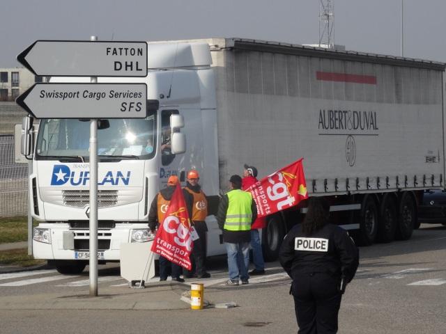 Plusieurs actions des routiers en colère ce lundi dans la région Rhône-Alpes