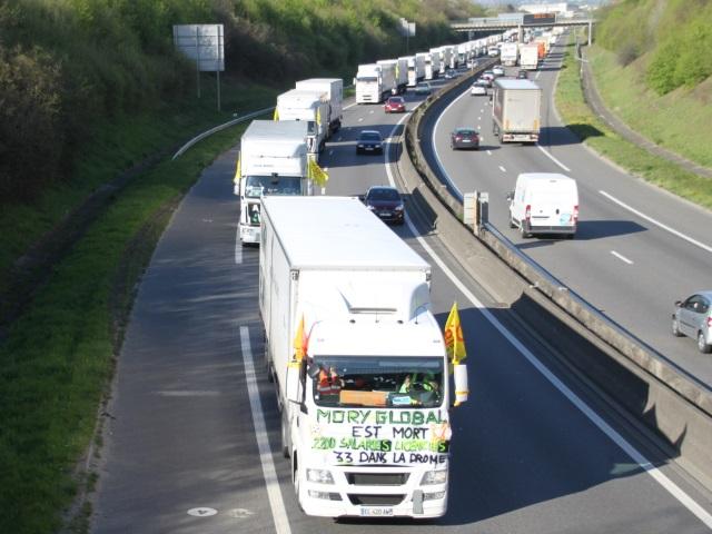 Rhône : une trentaine de camions pour l'opération escargot des MoryGlobal