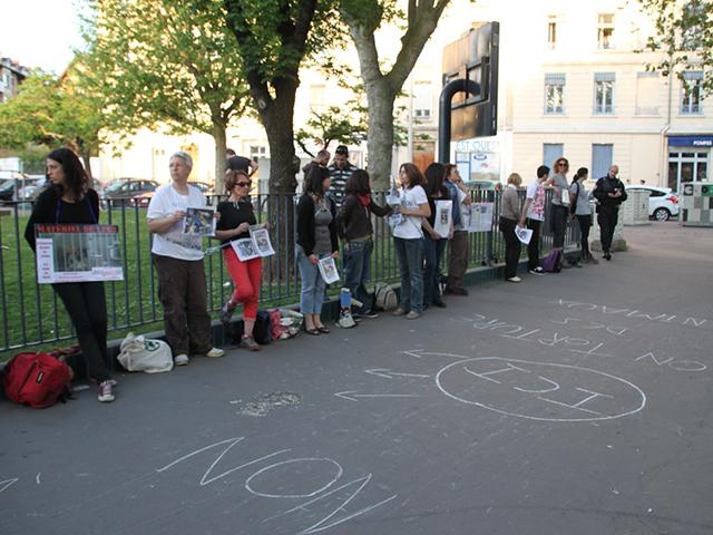 Lyon : des militants anti-vivisection délogés après s'être enchaînés aux grilles d'un labo
