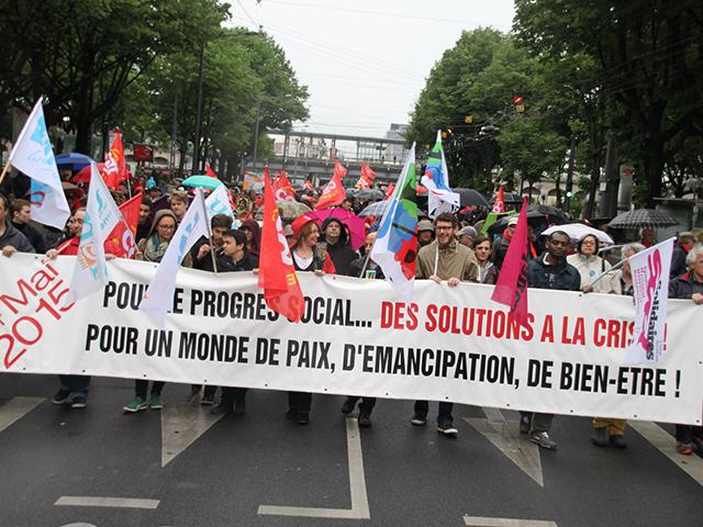 Lyon : plus de 2000 personnes pour le défilé du 1er mai sous la pluie