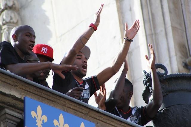Les ojeurs de l'OL au balcon de l'Hôtel de Ville pour fêter la coupe de France - LyonMag