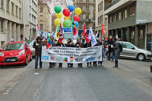 Près de 2 000 enseignants ont manifesté à Lyon