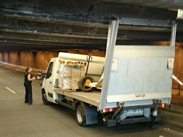 Lyon Part-Dieu : un camion s'encastre sous une trémie