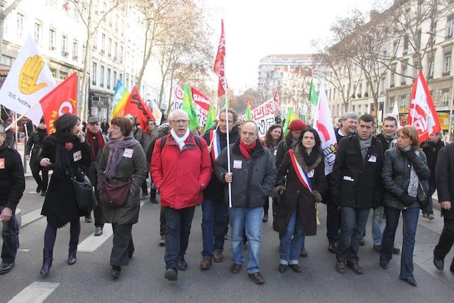 Le cortège des antifascistes s'est élancé vers 14h30, près d'une heure avant celui des Jeunesses Nationalistes. Les élus lyonnais sont en tête de cortège - LyonMag