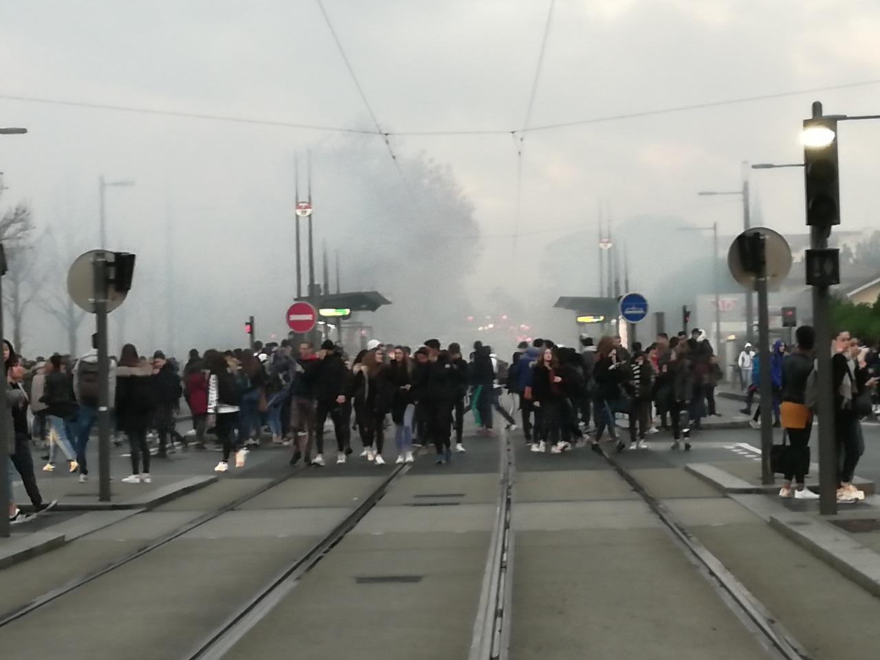Les lycéens de Bron dispersés par les policiers - LyonMag