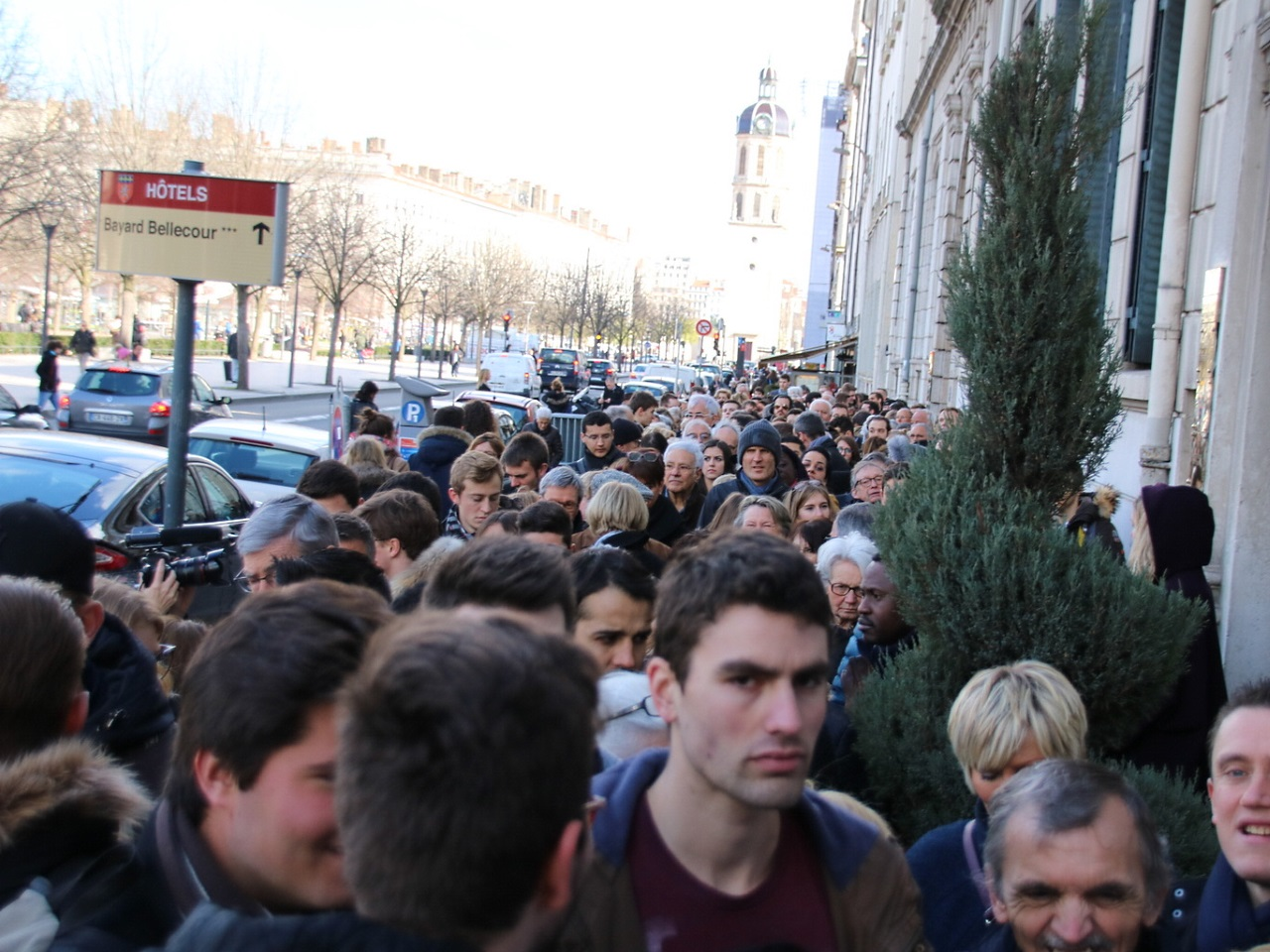La longue file d'attente - LyonMag