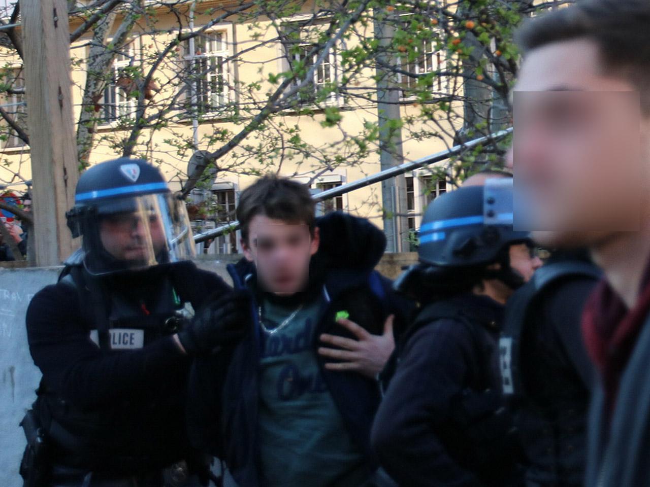 Un jeune homme interpellé avec un sac rempli de pierres - LyonMag