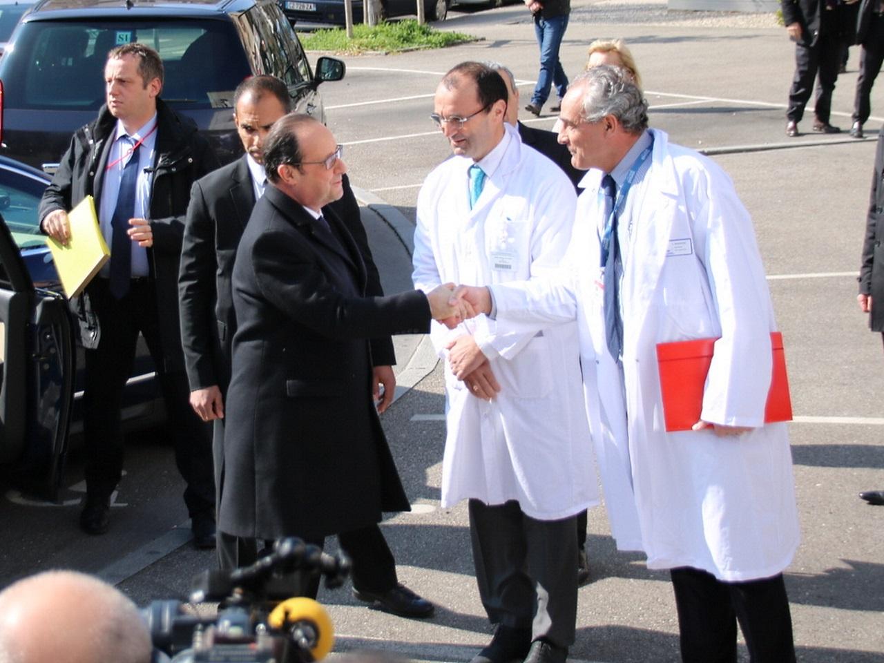 François Hollande devant l'IHOPe - LyonMag