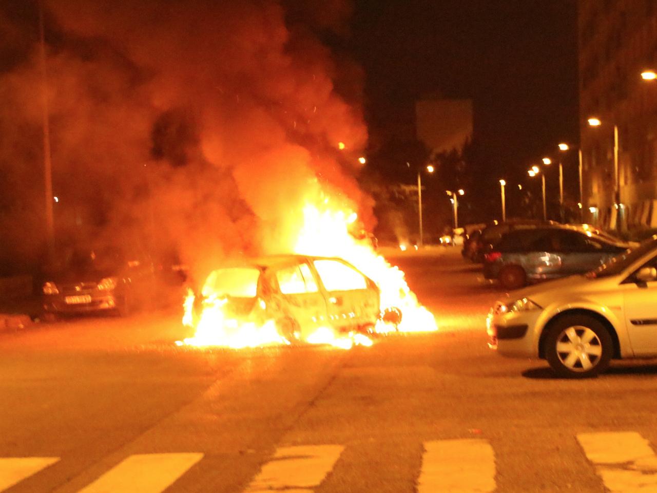 Un véhicule incendié à Vénissieux ce jeudi soir - LyonMag